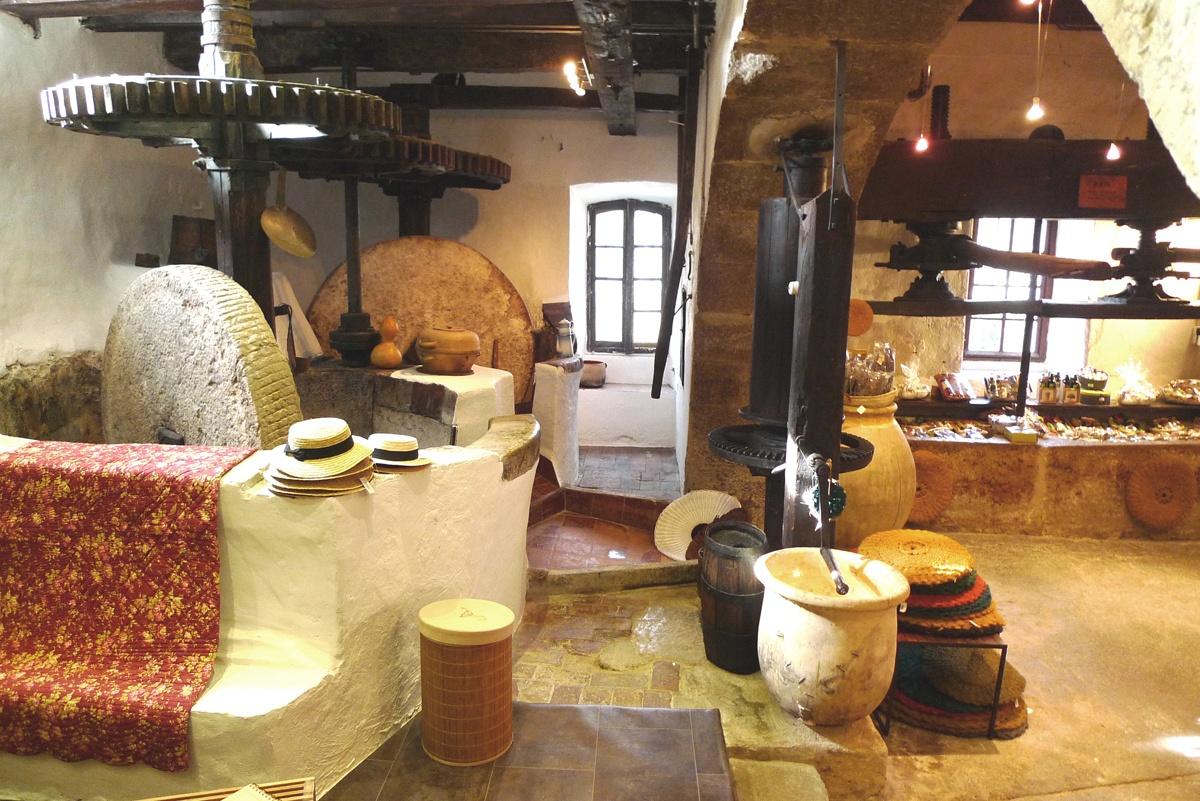 moulin opio huile olives nice produits regionaux vacances cote d azur souvenirs
