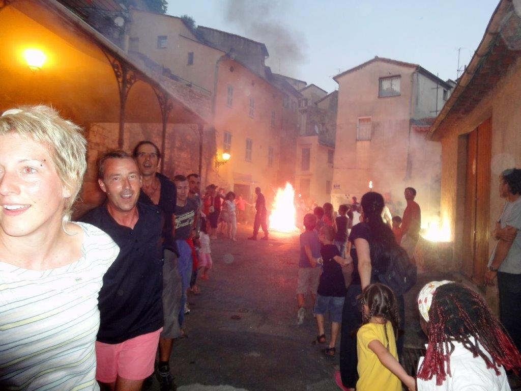 fete st jean bar sur loup traditions folklore feu artifice paca